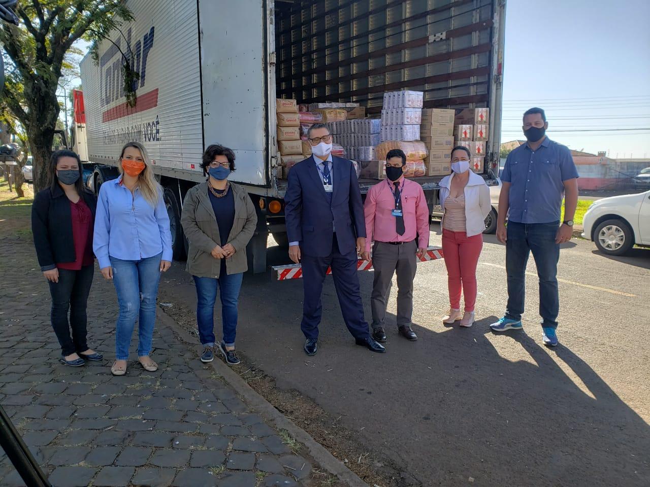 Condor doa 4  toneladas de alimentos para Apucarana